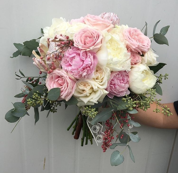 Bouquet-Lime-flowers-David-Austen-peonies-225.jpg